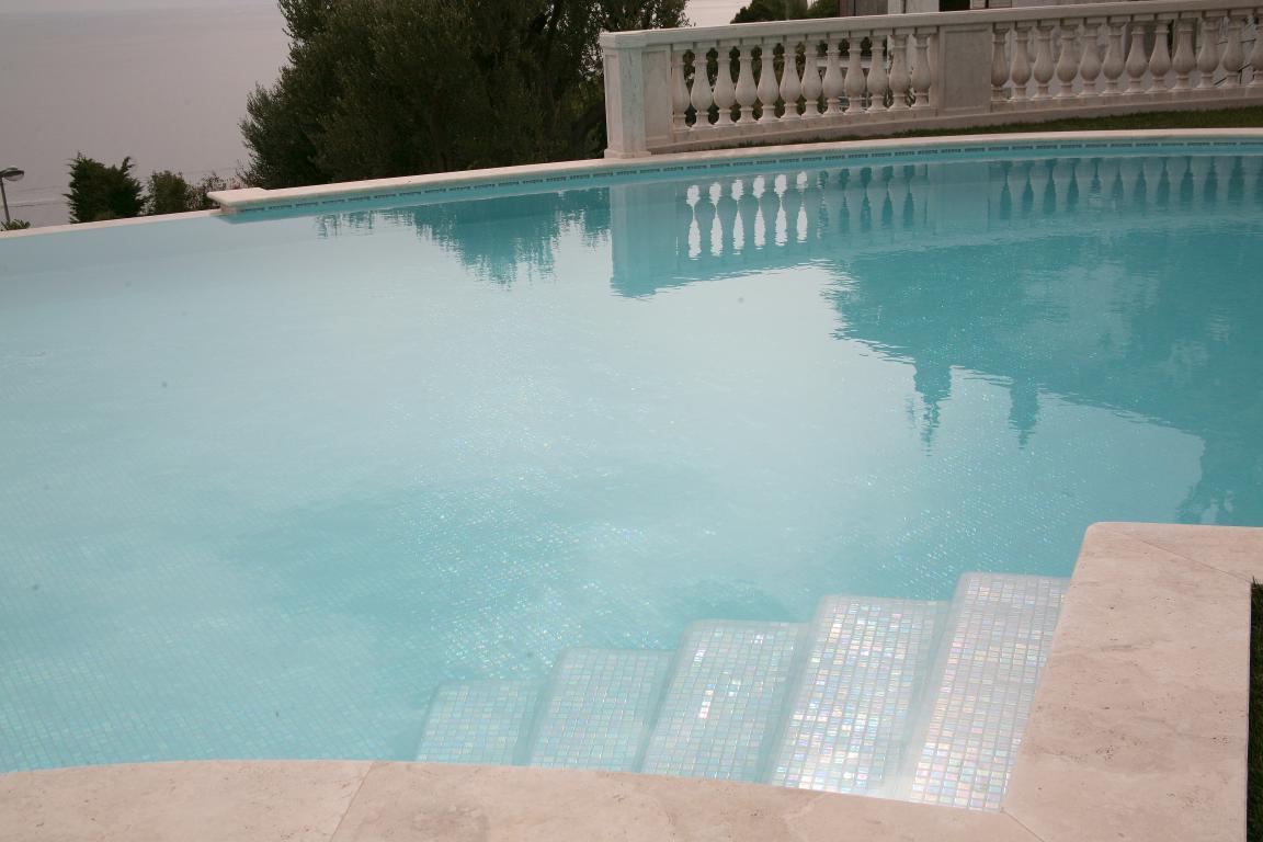 Vasta Piscine - Entretien nettoyage de piscine pour particuliers dans les Alpes Maritimes - 06