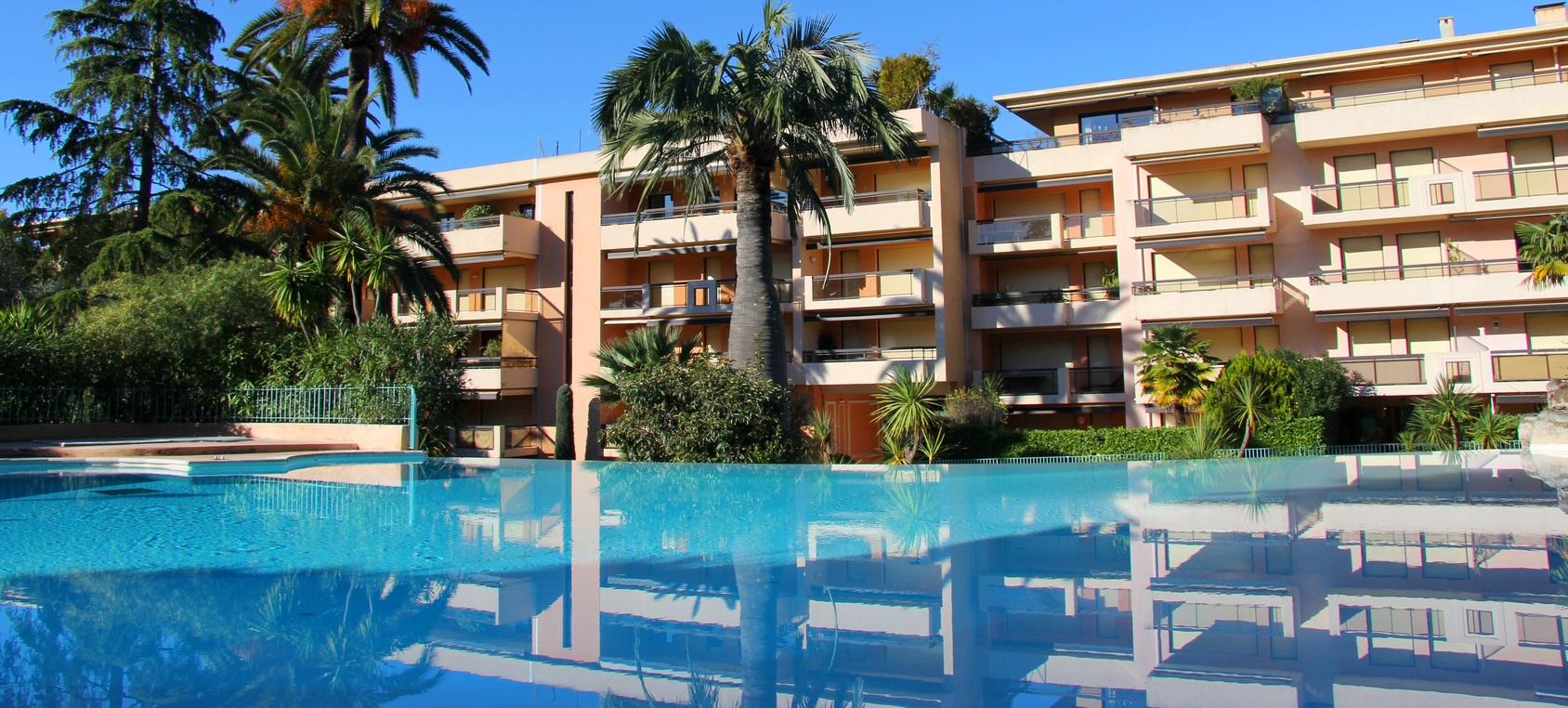 Entretien de piscine pour collectivites, copropriété, hôtels dans les Alpes Maritimes 06 - Vasta Piscine